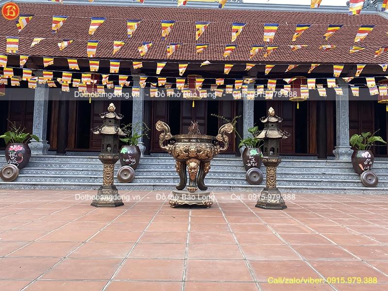 đôi đèn lư đồng đình chùa