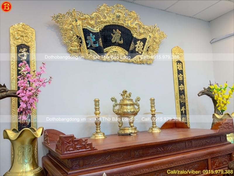 Tam sự đỉnh nến đồng vàng