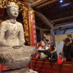 Đắm chìm trong vẻ đẹp, độc đáo tượng Phật A Di Đà chùa Phật Tích