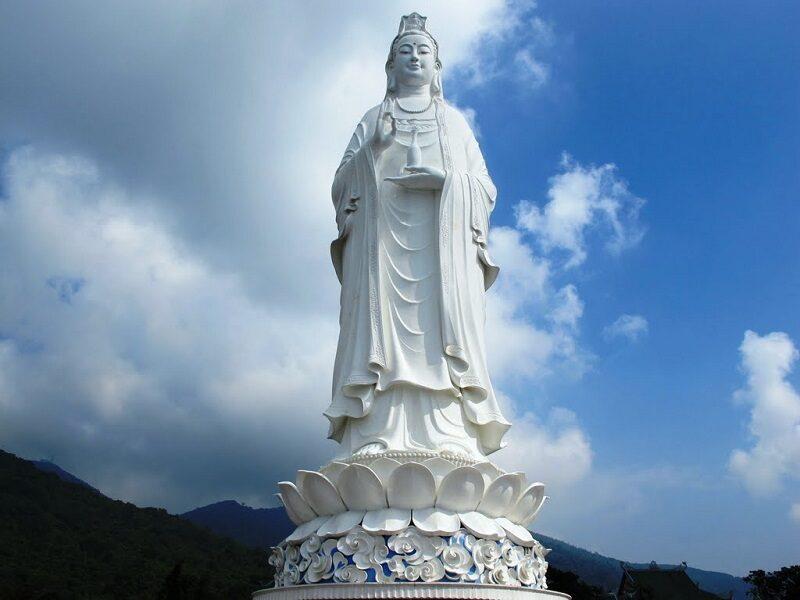 tượng phật bà quan âm chùa linh ứng