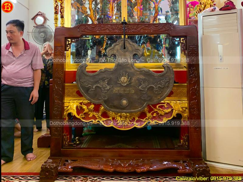 Khánh Đồng nặng 125kg Màu Trầm Cổ Cho Đền Thờ